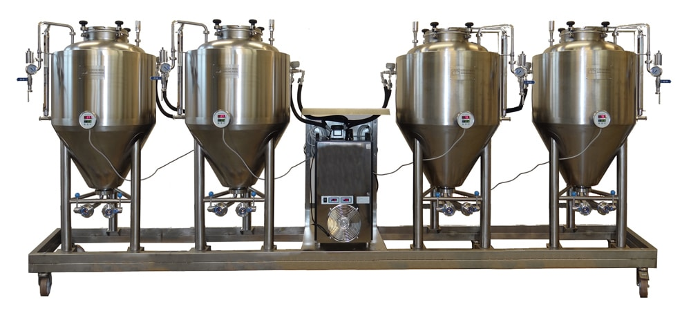 Compact beer fermentation unit with four fermentors